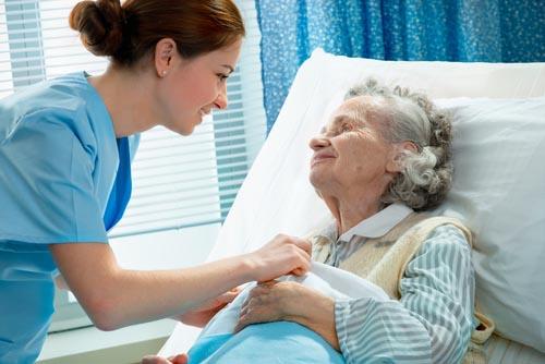 Chăm sóc người già tại trung tâm